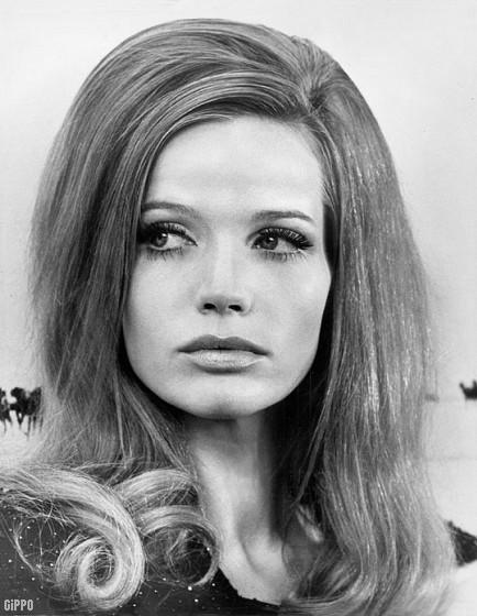 1960 Hairstyles For Long Hair  Hair Style vintage 60s & 70s • Girls & women hairdo 1960