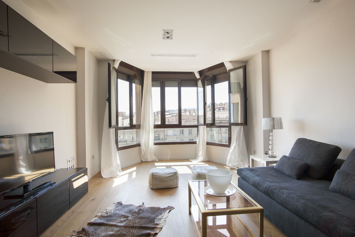 Best ideas about 2 Bedroom For Rent . Save or Pin 2 bedroom apartment for rent in Sant Gervasi Bonanova Now.