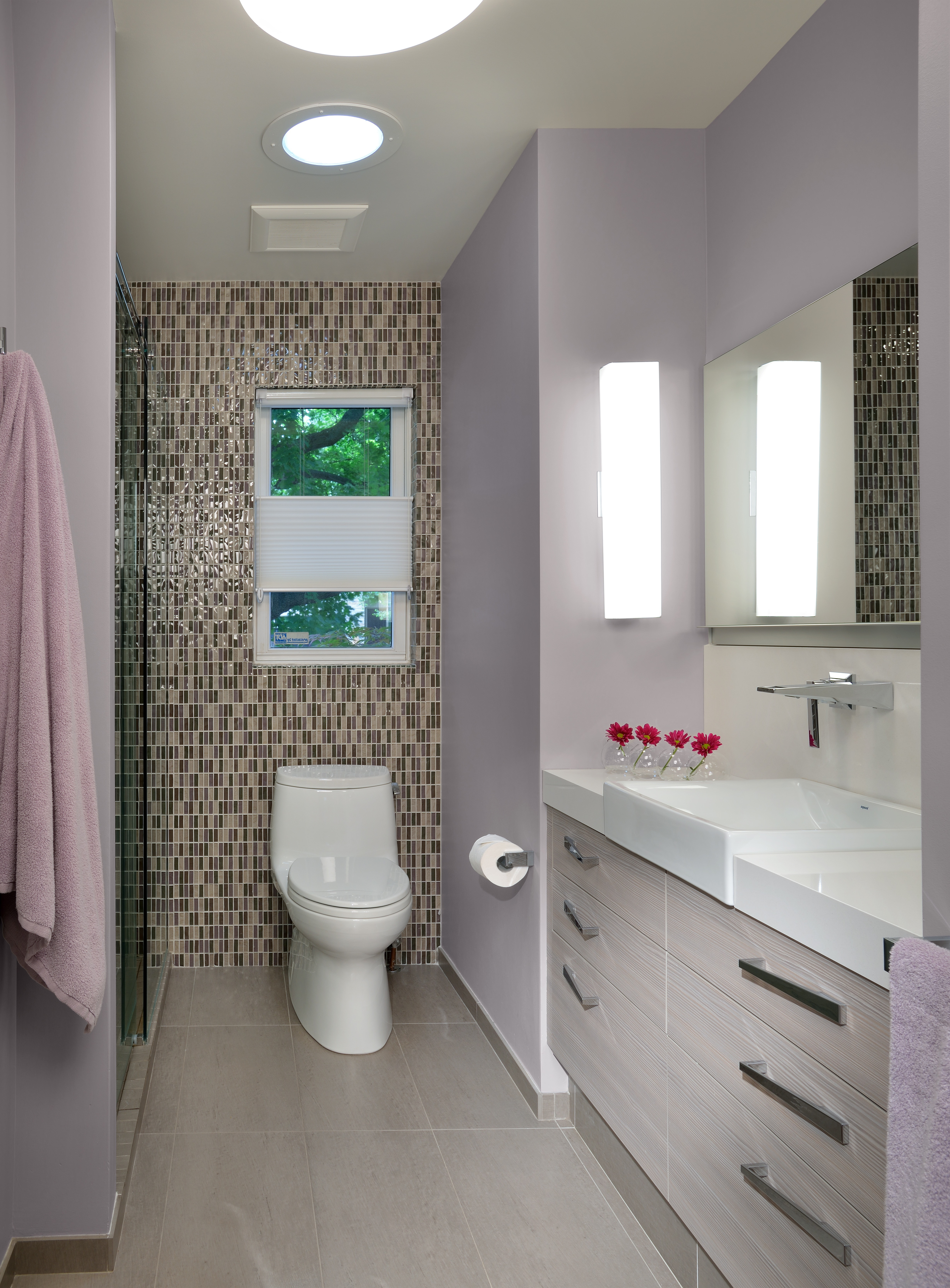 Best ideas about Accent Walls In Bathrooms . Save or Pin 5 Incredible Ideas For Small Bathrooms Now.