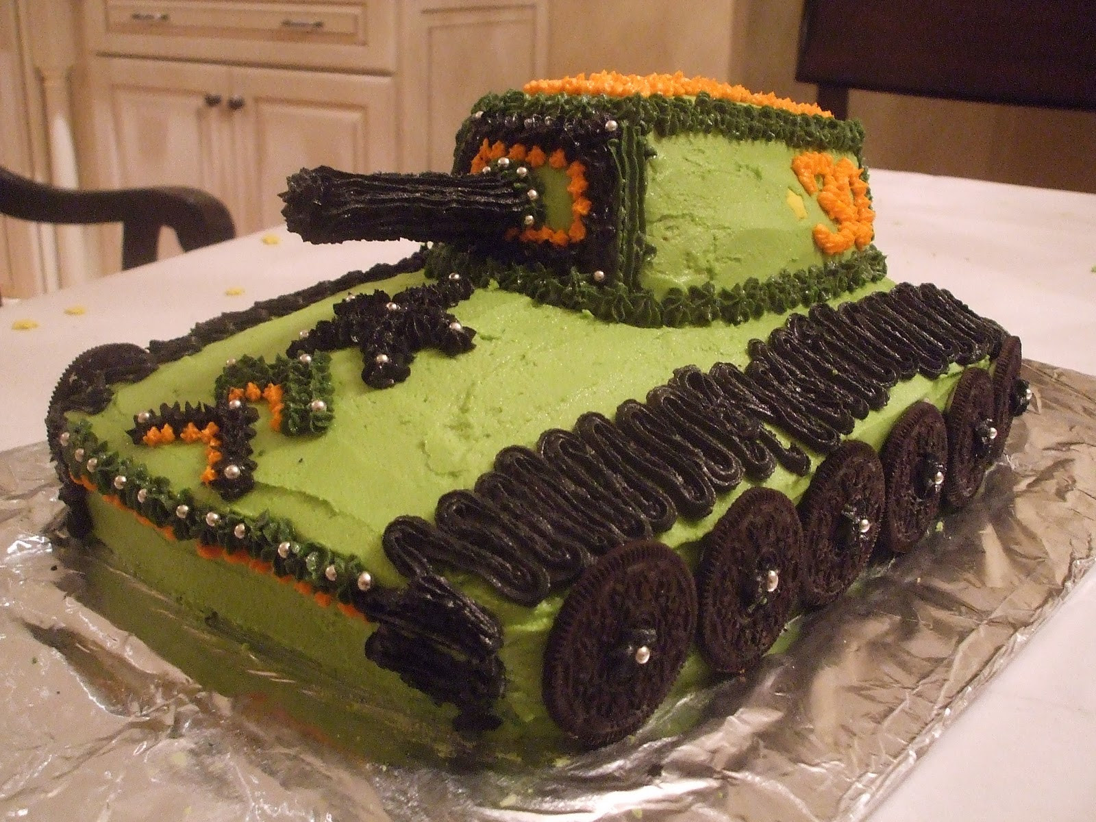 Army Birthday Cake  Dee vil s D I Y Army Tank 30th Birthday Cake