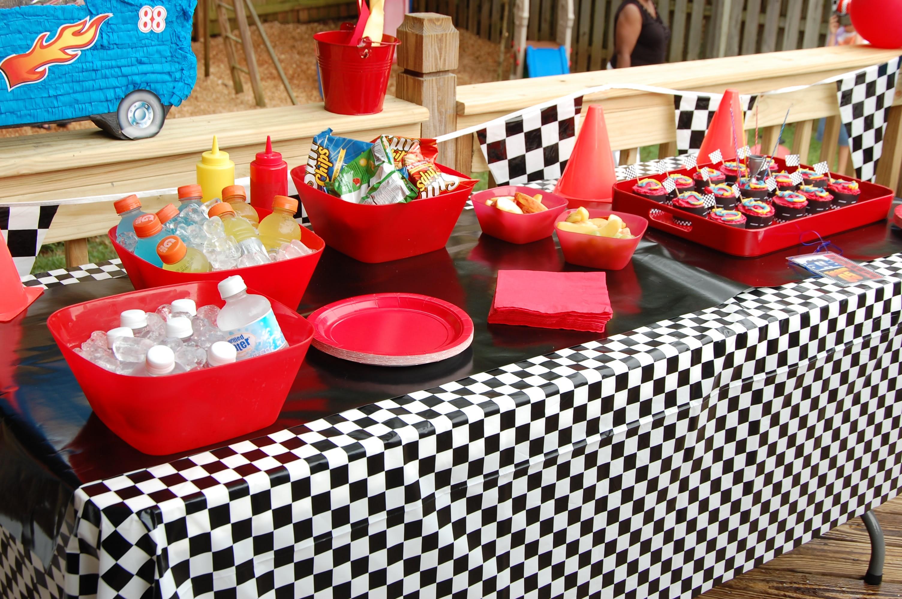 Best ideas about Birthday Car Decorations . Save or Pin Festa infantil de carros o fazer Saiba Fazer Tudo Now.