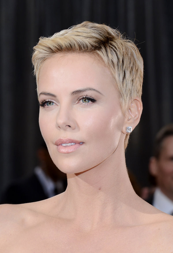Charlize Theron Hairstyles  19 Times Charlize Theron Inspired Us To Cut Our Hair Short