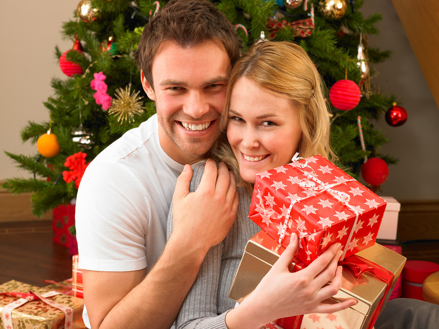 Best ideas about Christmas Gift Ideas For Young Couples . Save or Pin Young couple with ts Now.
