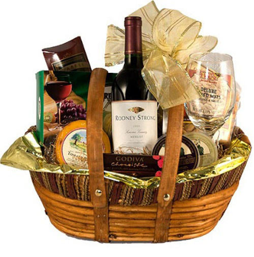 Best ideas about Couples Gift Basket Ideas . Save or Pin Amazing Christmas Gift Ideas for Couples Christmas Now.