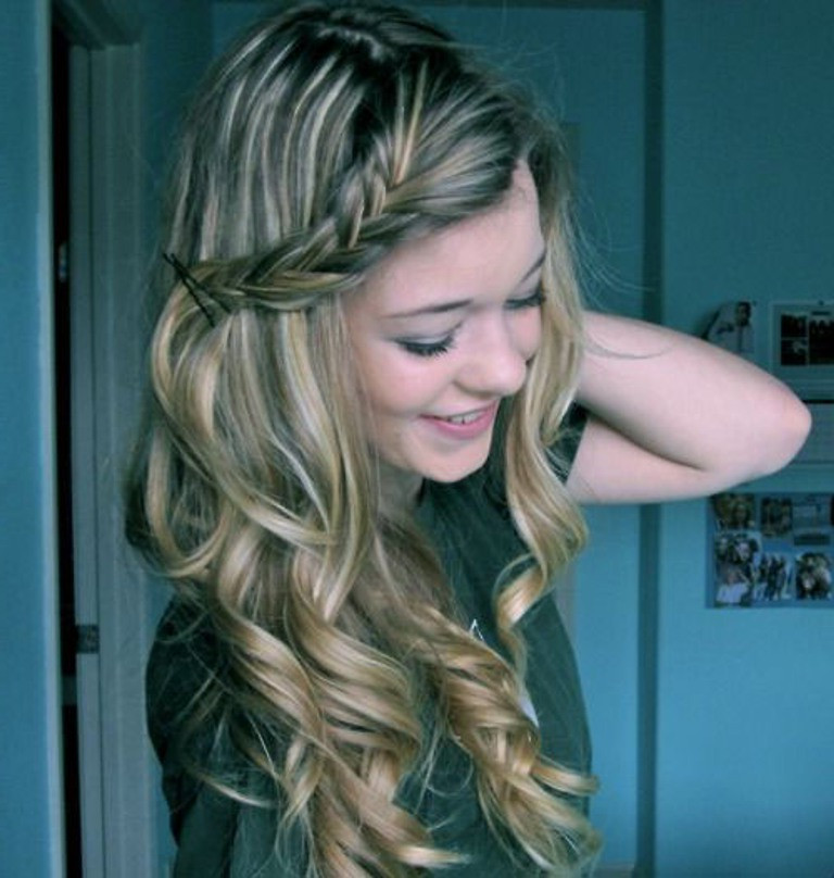 Cute Hairstyles For Long Curly Hair  Simple Hairstyles For Curly Hair Women s Fave HairStyles