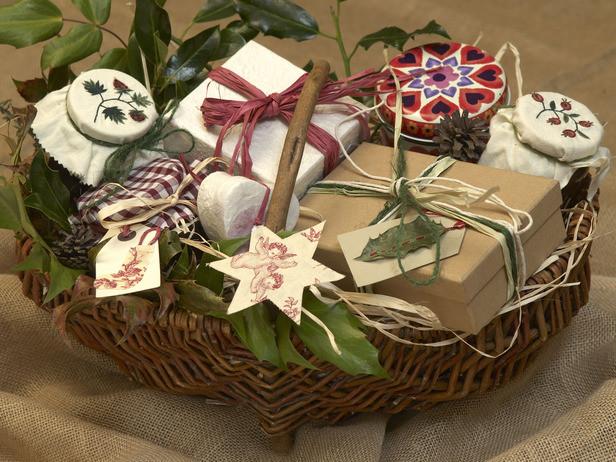 Diy Christmas Gift Baskets Ideas  DIY Easy Homemade Christmas Gift Ideas