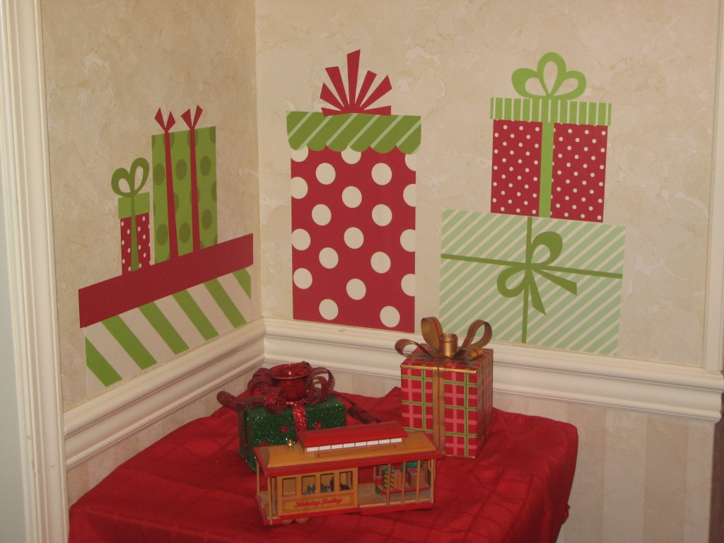 DIY Christmas Wall Decor  26 CHEAP CHRISTMAS DECORATIONS THAT FITS IN YOUR BUDJET