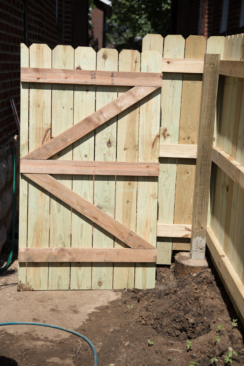 DIY Fence Building  DIY Wood Privacy Fence with Accent Lighting