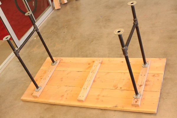DIY Table Legs Pipe  DIY Pipe Leg Table DIY Projects Craft Ideas & How To's for