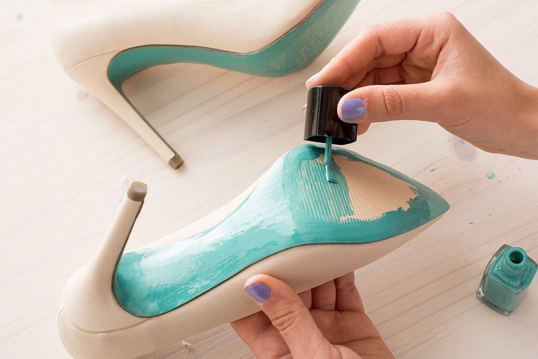 DIY Wedding Shoe  2 Quick Easy DIY Ways to Customize Your Wedding Day
