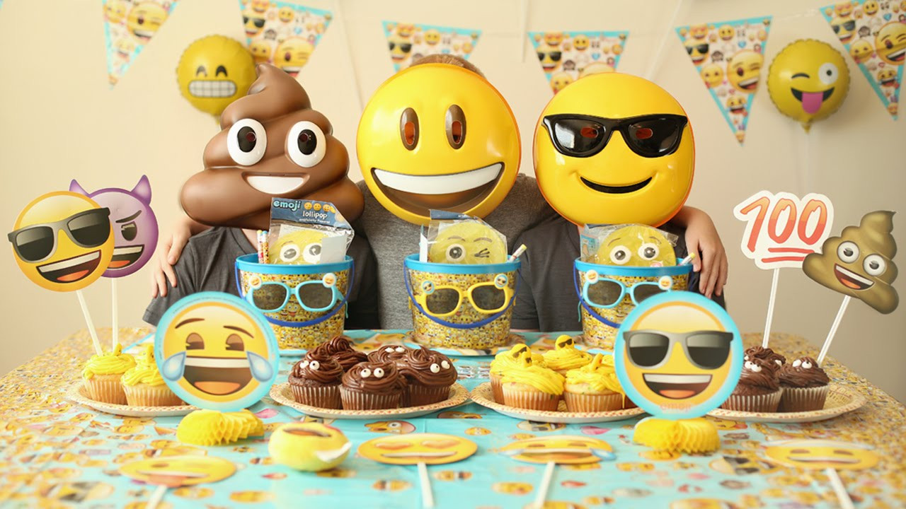Emoji Birthday Decorations  20 Crazy Emoji Birthday Party Ideas