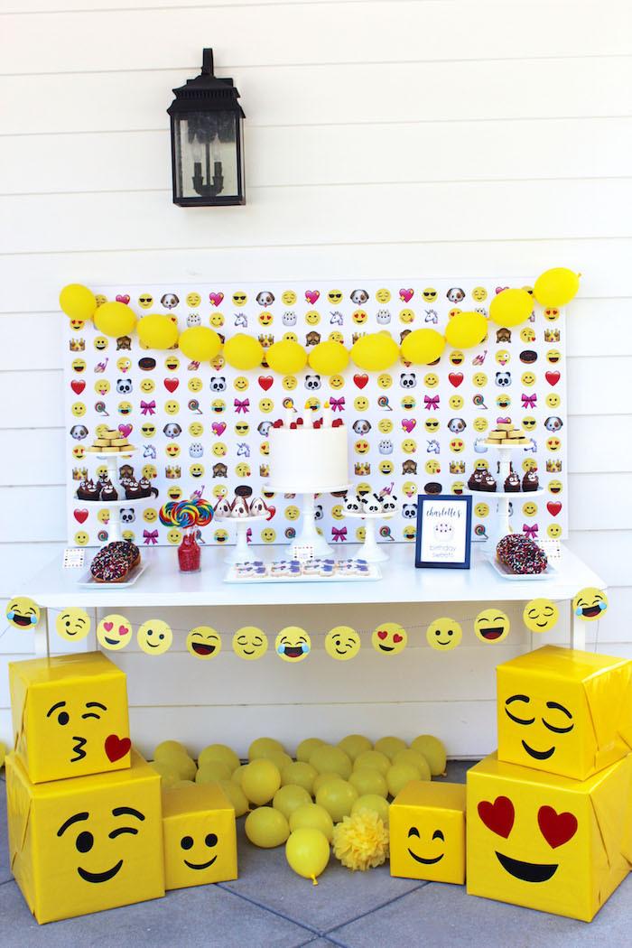 Emoji Birthday Decorations  Kara s Party Ideas Stellar Emoji Birthday Party