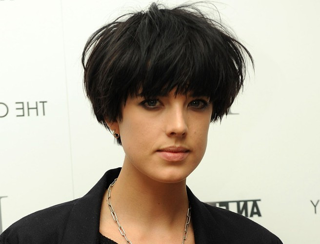 Female Bowl Haircuts  Female Short Bowl Cut – Trendy Messy Bowl Cut for Women