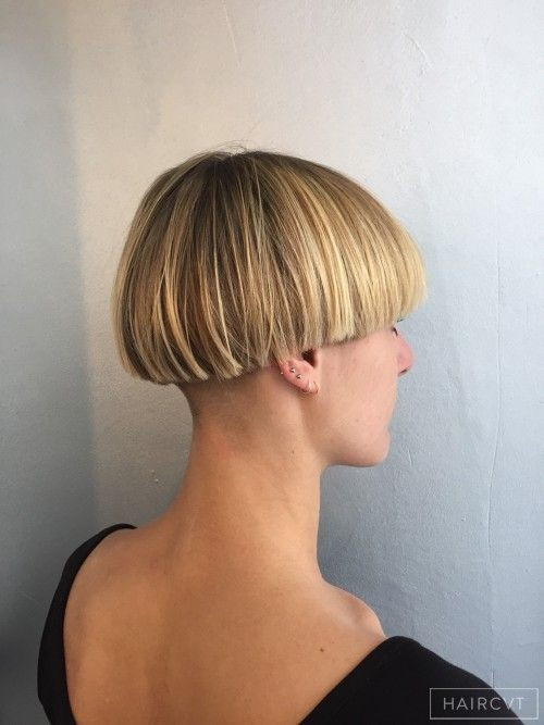 Female Bowl Haircuts  Female Short Blonde Straight Fine Undercut Carré Bol