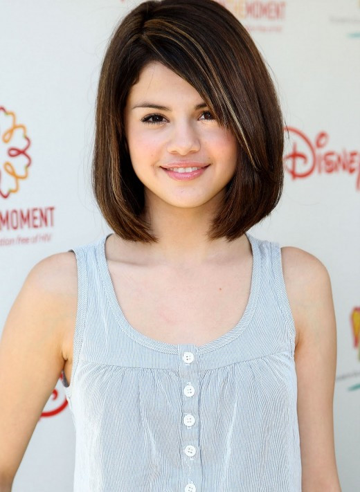 Girl Bob Haircuts  Hollywood Teen Celebrity Selena Gomez Hairstyles for Girls