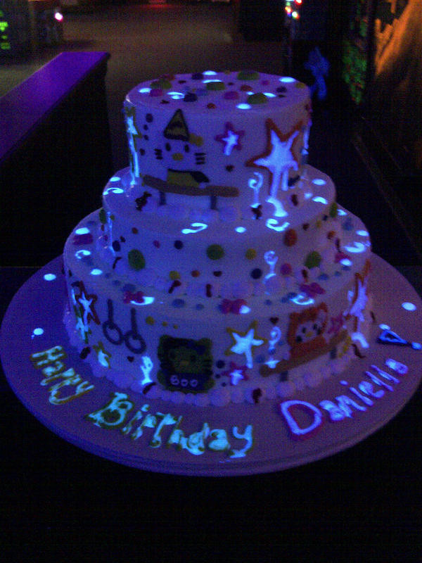 Glow In The Dark Birthday Cake  Wedding and Other theme Cakes for October 2013 Cakes and