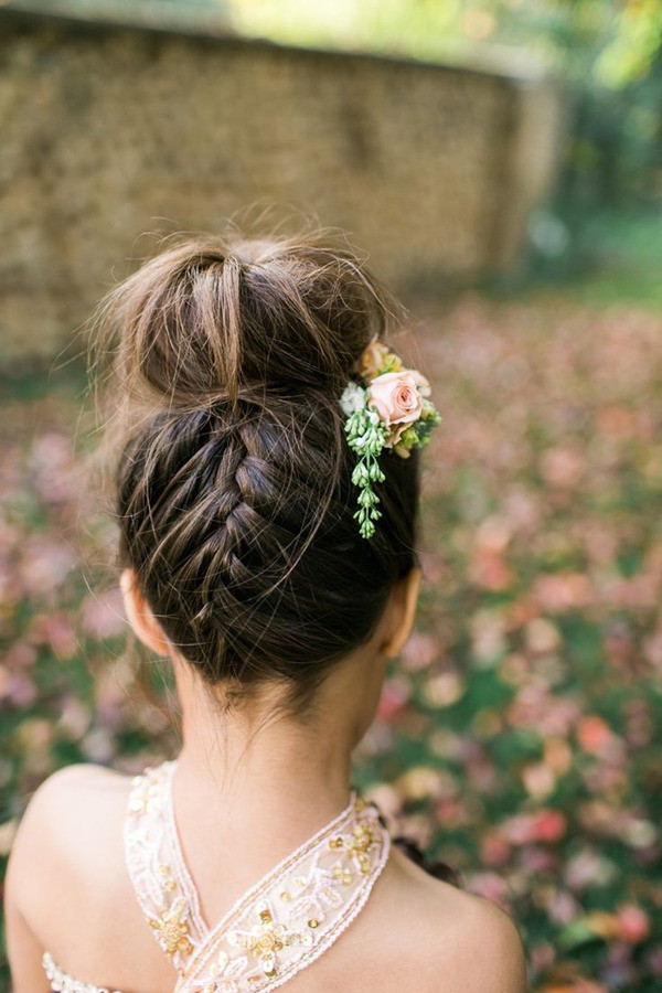 Hairstyles For Flower Girls  18 Cutest Flower Girl Ideas For Your Wedding Day