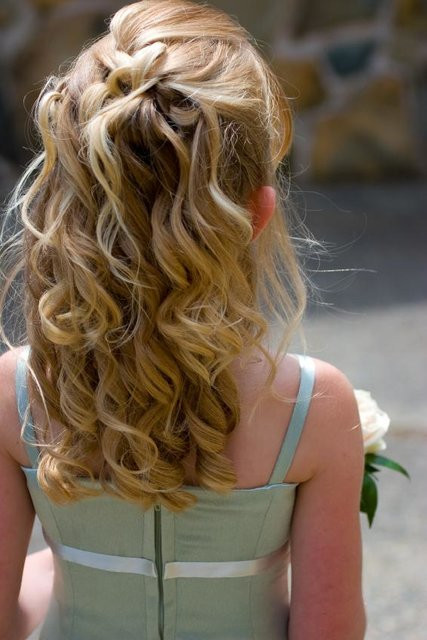 Hairstyles For Flower Girls  Best and Super Cute Flower Girl Hairstyles You Can Try