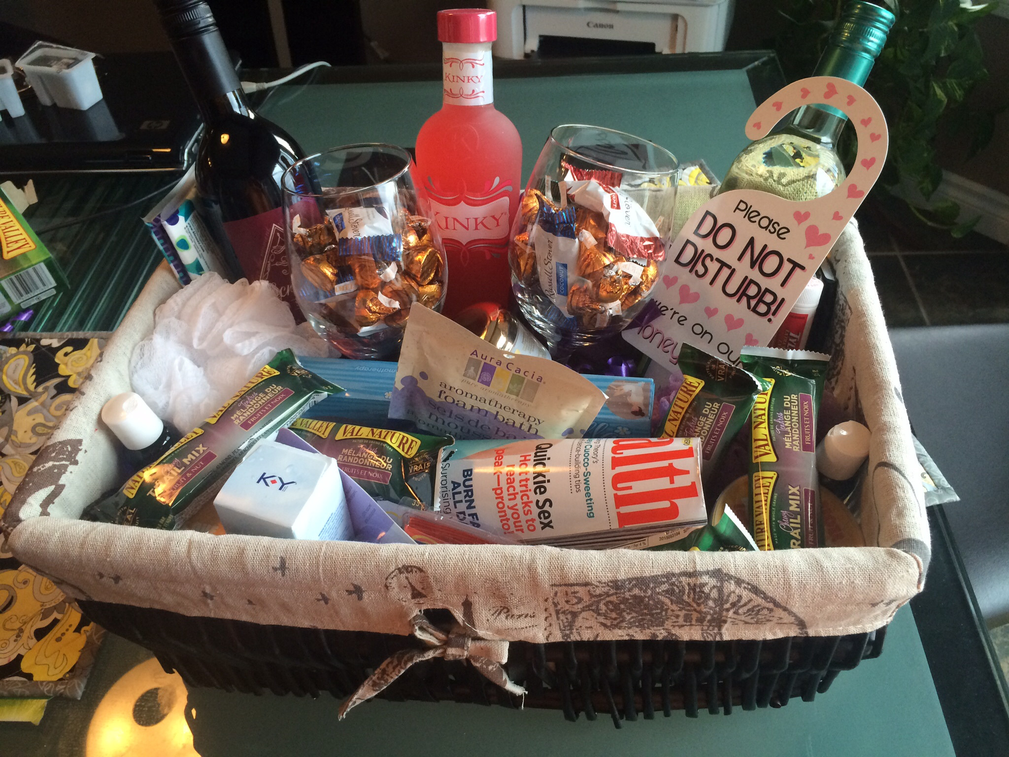 Best ideas about Honeymoon Gift Basket Ideas . Save or Pin Honeymoon Gifts For Bride Gift Ftempo Now.
