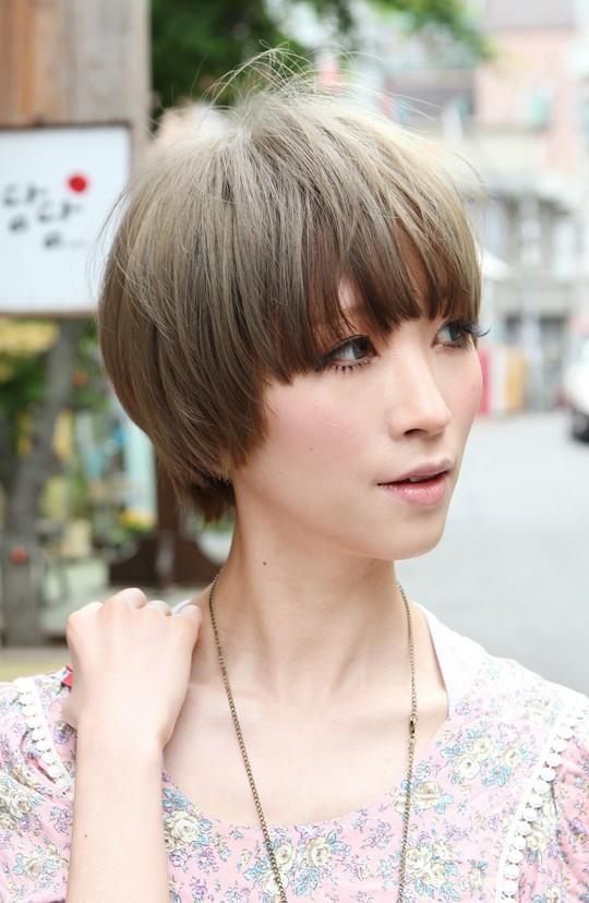 Japanese Short Hairstyles  Beautiful Bowl Cut with Retro Fringe Short Japanese