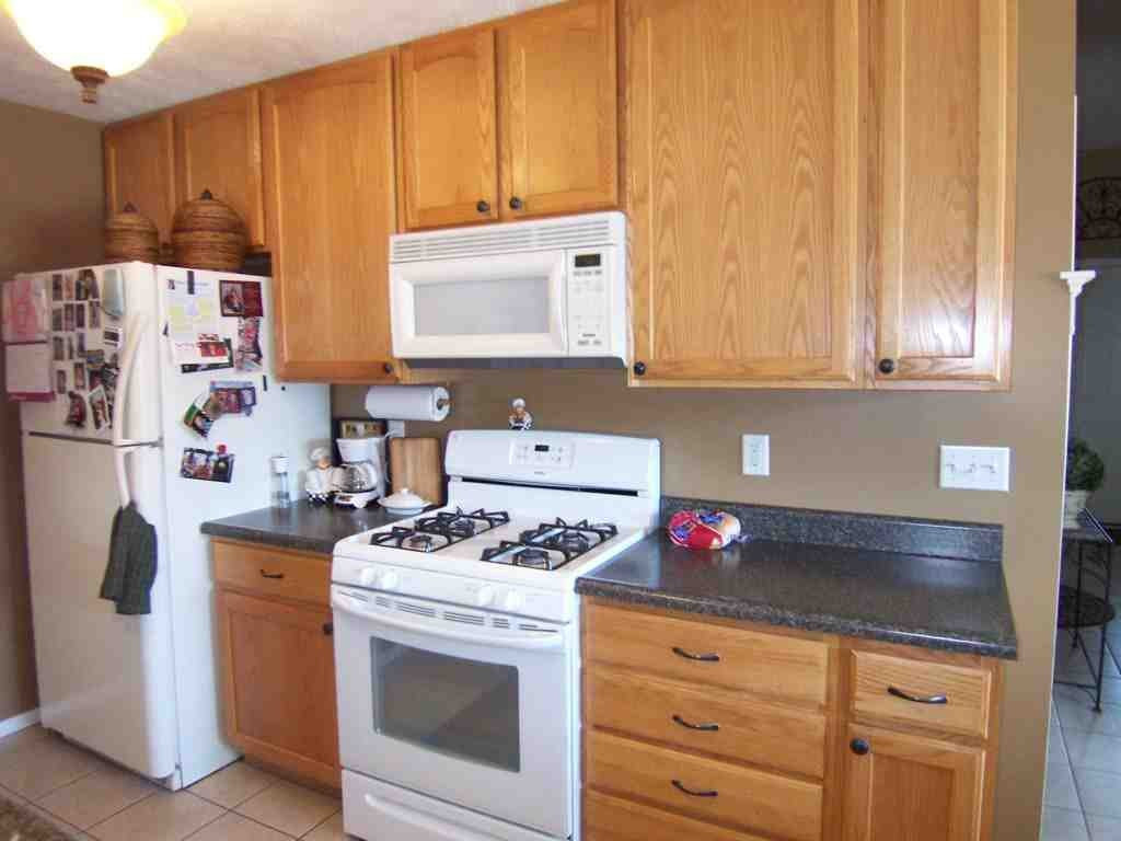 Best ideas about Kitchen Paint Colors With Oak Cabinets . Save or Pin Kitchen Colors with Oak Cabinets and Black Countertops Now.
