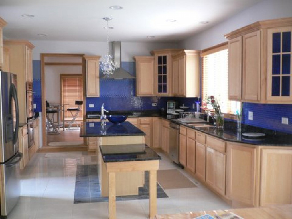 Best ideas about Kitchen Paint Colors With Oak Cabinets . Save or Pin Kitchen Wall Colors with OAK Cabinets Home Furniture Design Now.