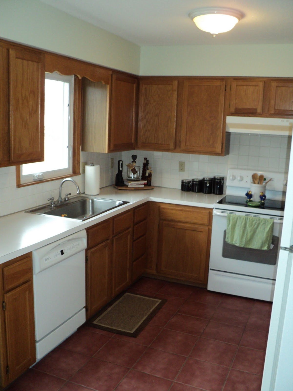 Best ideas about Kitchen Paint Colors With Oak Cabinets . Save or Pin Kitchen Paint Color Ideas With Oak Cabinets Modern White Now.