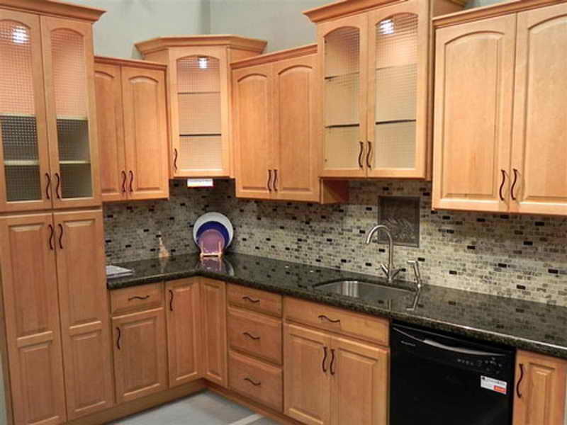 Best ideas about Kitchen Paint Colors With Oak Cabinets . Save or Pin What Color Paint Goes With Medium Oak Cabinets Now.