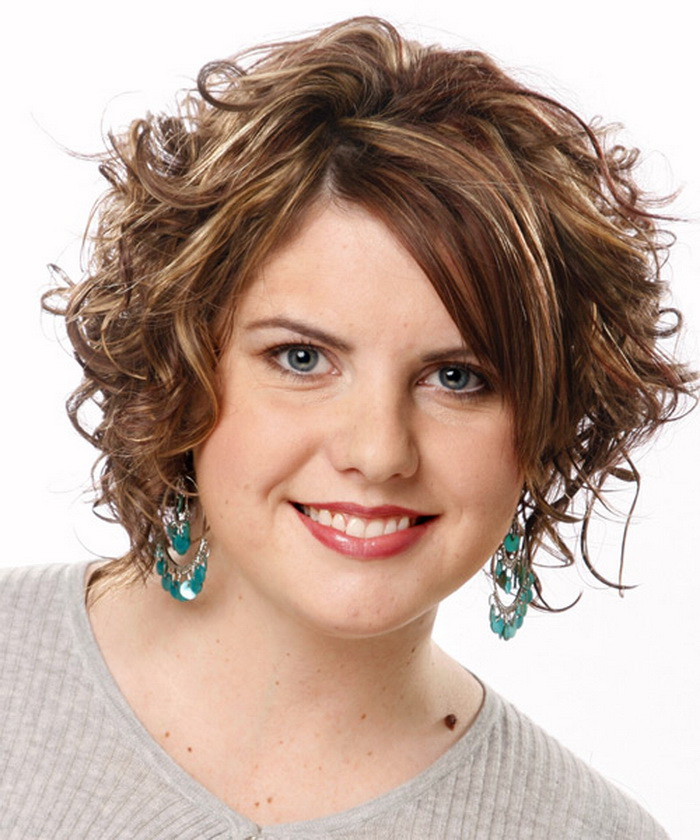 Medium Haircuts For Fat Faces  Medium short Hairstyles for Women with a Fat or Round Face