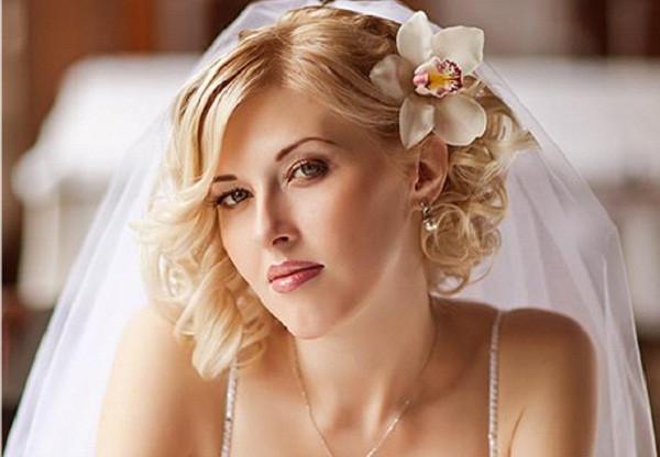 Medium Length Bridesmaid Hairstyles  Romantic Bridal Hairstyles 365greetings