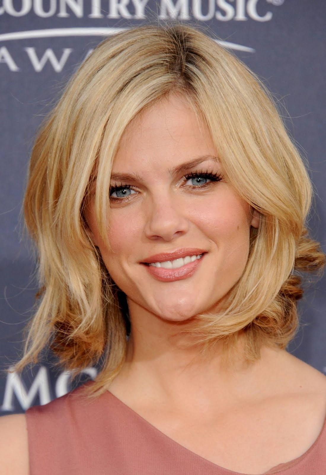 Medium Length Layered Hairstyles  25 Best Layered Hairstyles For Medium Length Hair