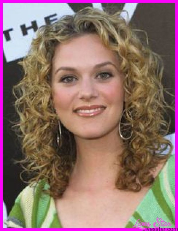Medium Length Naturally Curly Hairstyles  Naturally curly haircuts medium length LivesStar