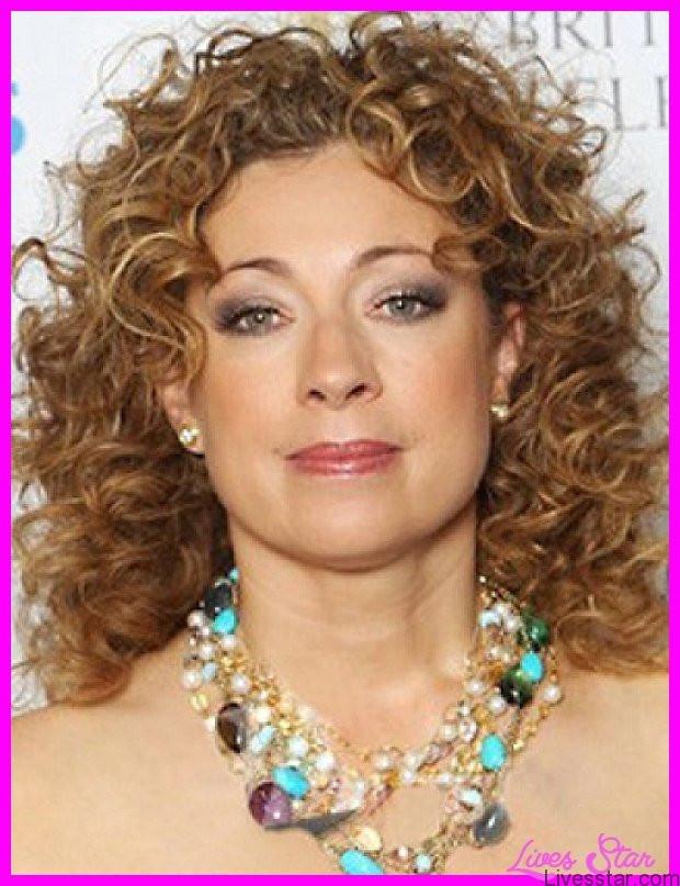 Medium Length Naturally Curly Hairstyles  Haircuts for curly hair medium length LivesStar