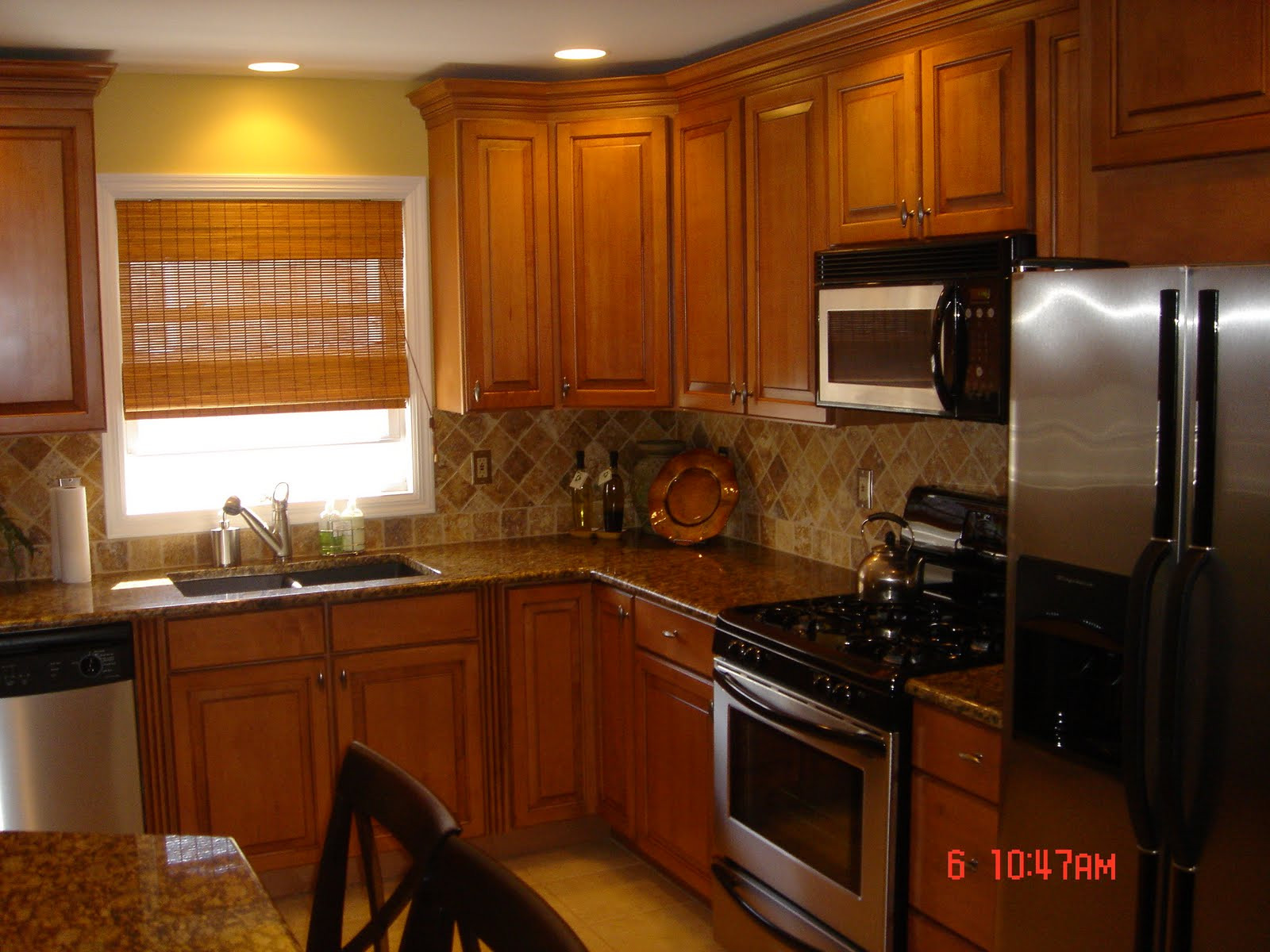 Best ideas about Oak Cabinets Kitchen Ideas . Save or Pin Kitchen Backsplash Oak Cabinets Best Home Decoration Now.