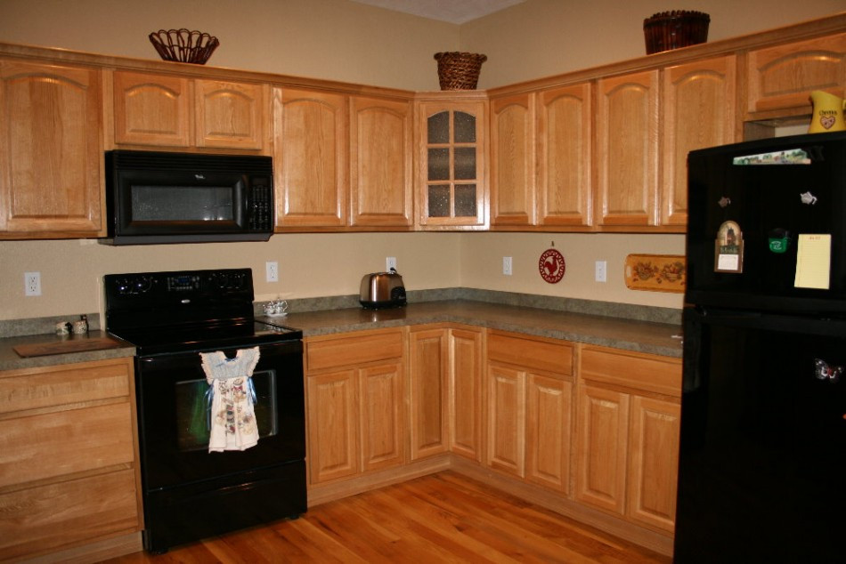 Best ideas about Oak Cabinets Kitchen Ideas . Save or Pin Kitchen Paint Color Ideas with Oak Cabinets Home Now.
