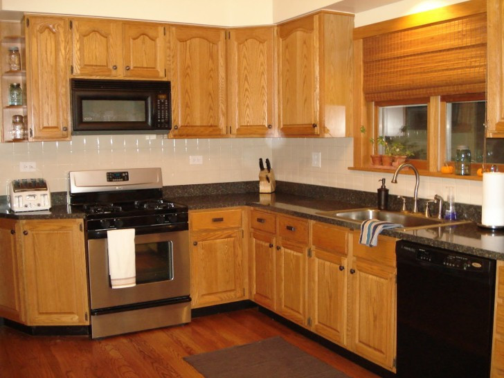 Best ideas about Oak Cabinets Kitchen Ideas . Save or Pin Small U Shaped Kitchen Designs With Oak Cabinets bined Now.