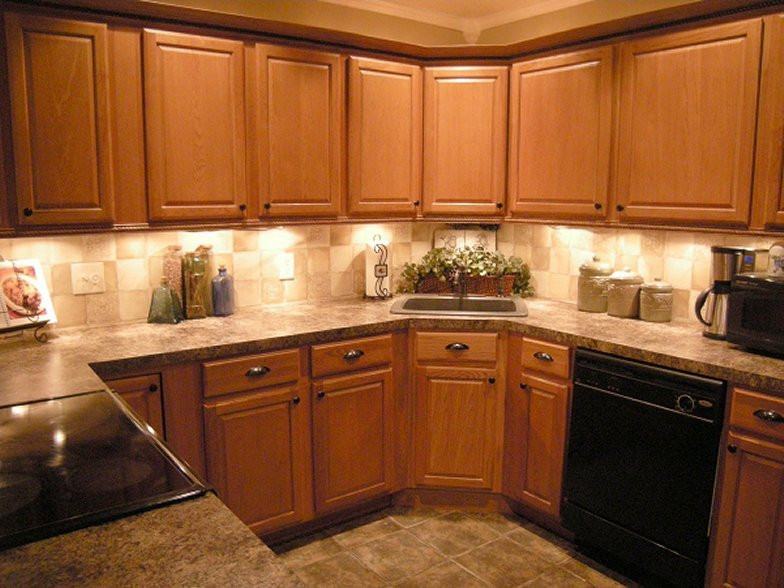 Best ideas about Oak Cabinets Kitchen Ideas . Save or Pin Oak Cabinet Backsplash House Furniture Now.