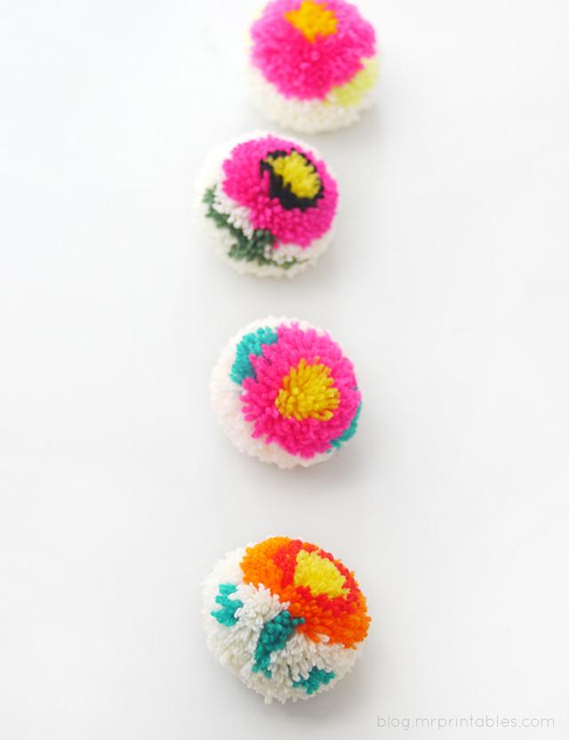 Pom Pom Maker DIY  Making Flower Pom poms with a DIY Pom pom maker Mr