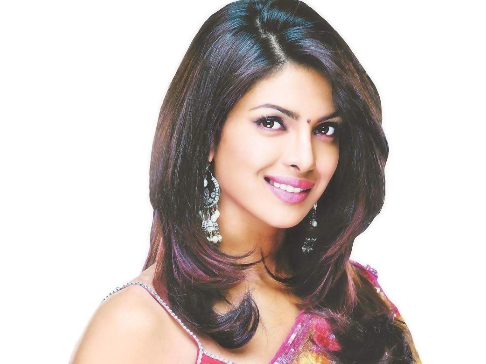 Priyanka Chopra Haircuts  Priyanka Chopra Hairstyles with Indian Outfits Indian