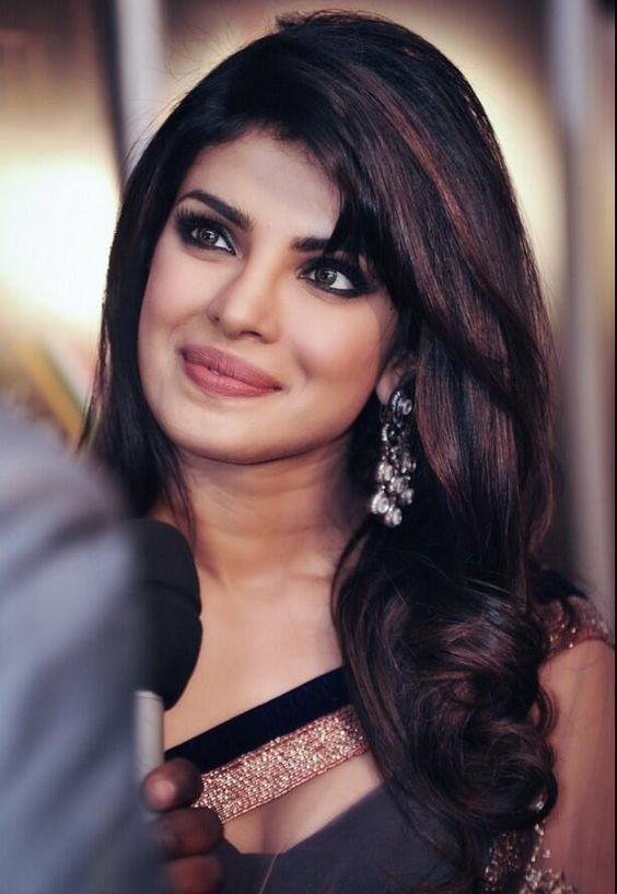 Priyanka Chopra Haircuts  Bollywood Actresses who have the dark and silky beautiful