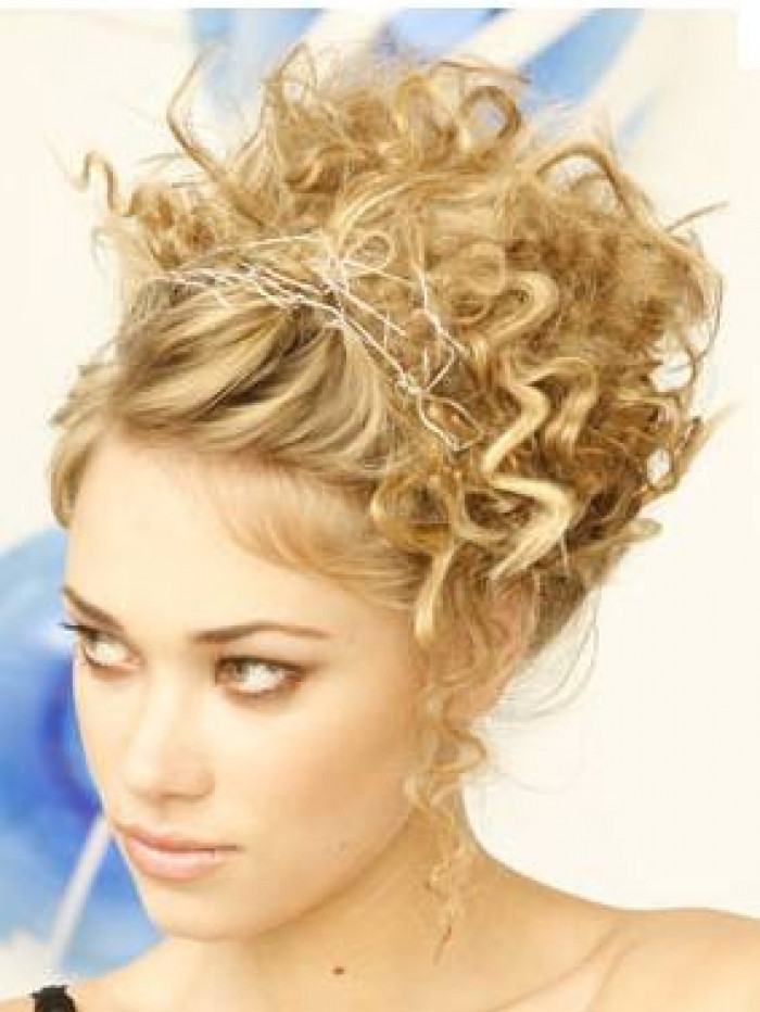 Prom Hairstyles For Medium Hair  Best Shoulder Length Curly Hairstyles for Prom