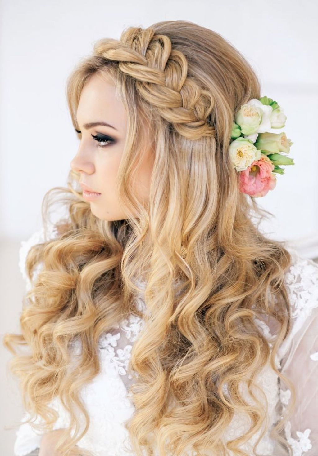 Prom Hairstyles  65 Prom Hairstyles That plement Your Beauty Fave