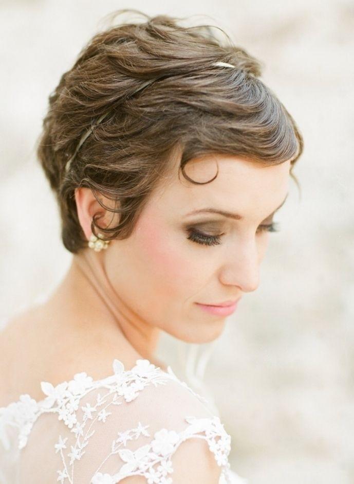 Short Bridesmaid Hairstyles  12 Glamorous Wedding Updo Hairstyles for Short Hair
