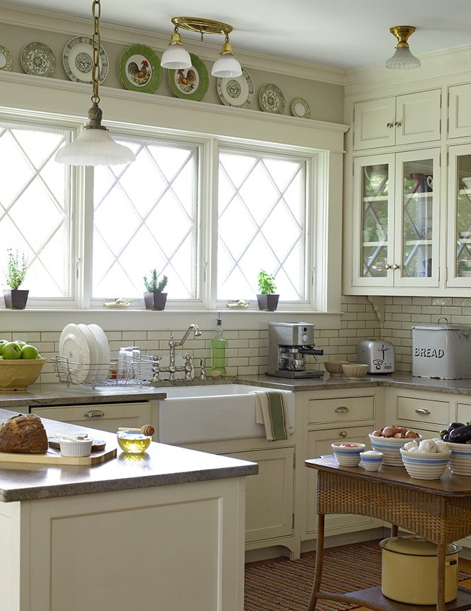Best ideas about Small Farmhouse Kitchen Ideas . Save or Pin 31 Cozy And Chic Farmhouse Kitchen Décor Ideas Now.
