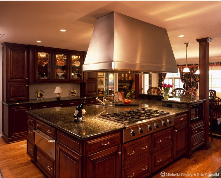 Best ideas about Tuscany Kitchen Decor . Save or Pin Tuscan Style Kitchens Now.