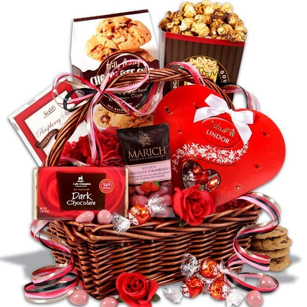 Valentine Day Gift Baskets Ideas  Valentines Day Gifts Ideas for Romantic Men & Women