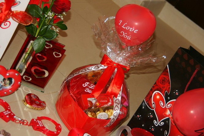 Valentine Day Gift Ideas For Wife  Creative Valentine s Day Ideas For Your Girlfriend