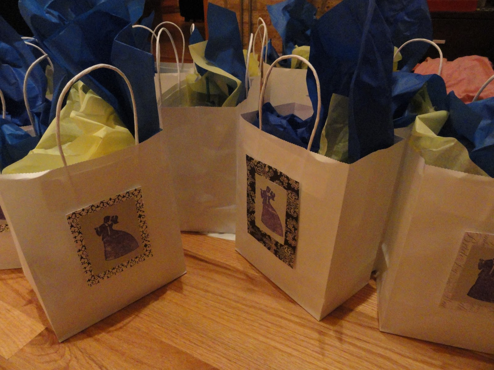Best ideas about Wedding Gift Bag Ideas . Save or Pin Simple Wedding Gifts Now.