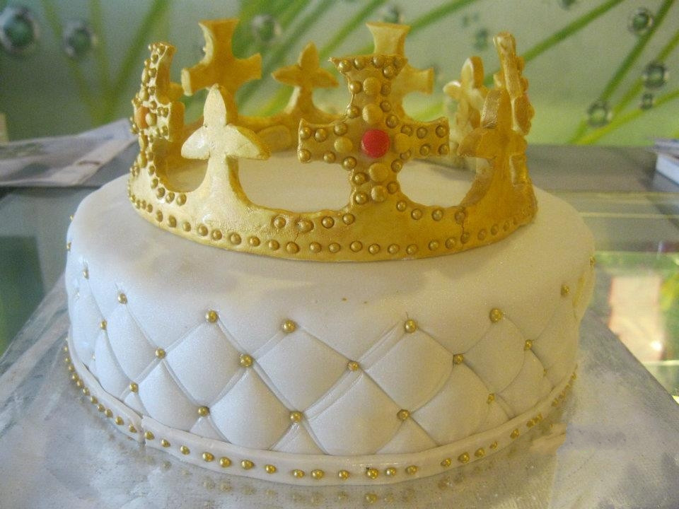 Best ideas about Crown Birthday Cake . Save or Pin Crown Cakes Now.