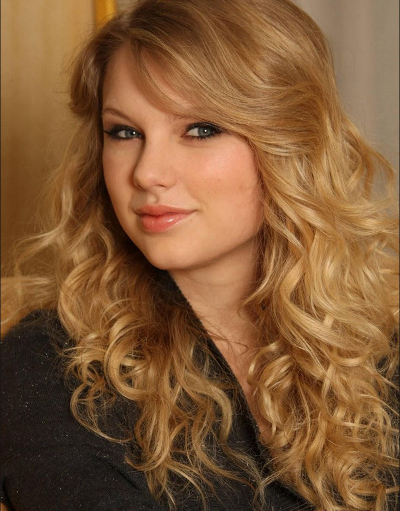 Best ideas about Wavy Hairstyles For Prom . Save or Pin Curly Hairstyles For Prom Party Fave HairStyles Now.